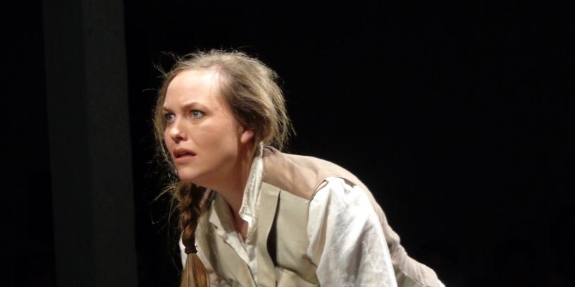 Fabienne_Truessel_Theater_Dantons-Tod_Lucile3