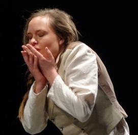 Fabienne_Truessel_Theater_Dantons-Tod_Lucile_1