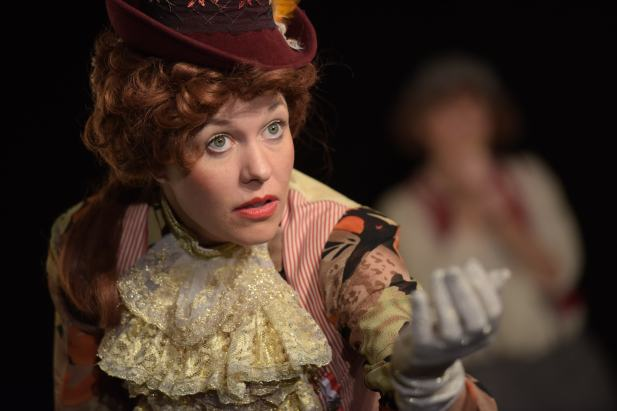 Fabienne_Truessel_Theater_Frau_Fuchs